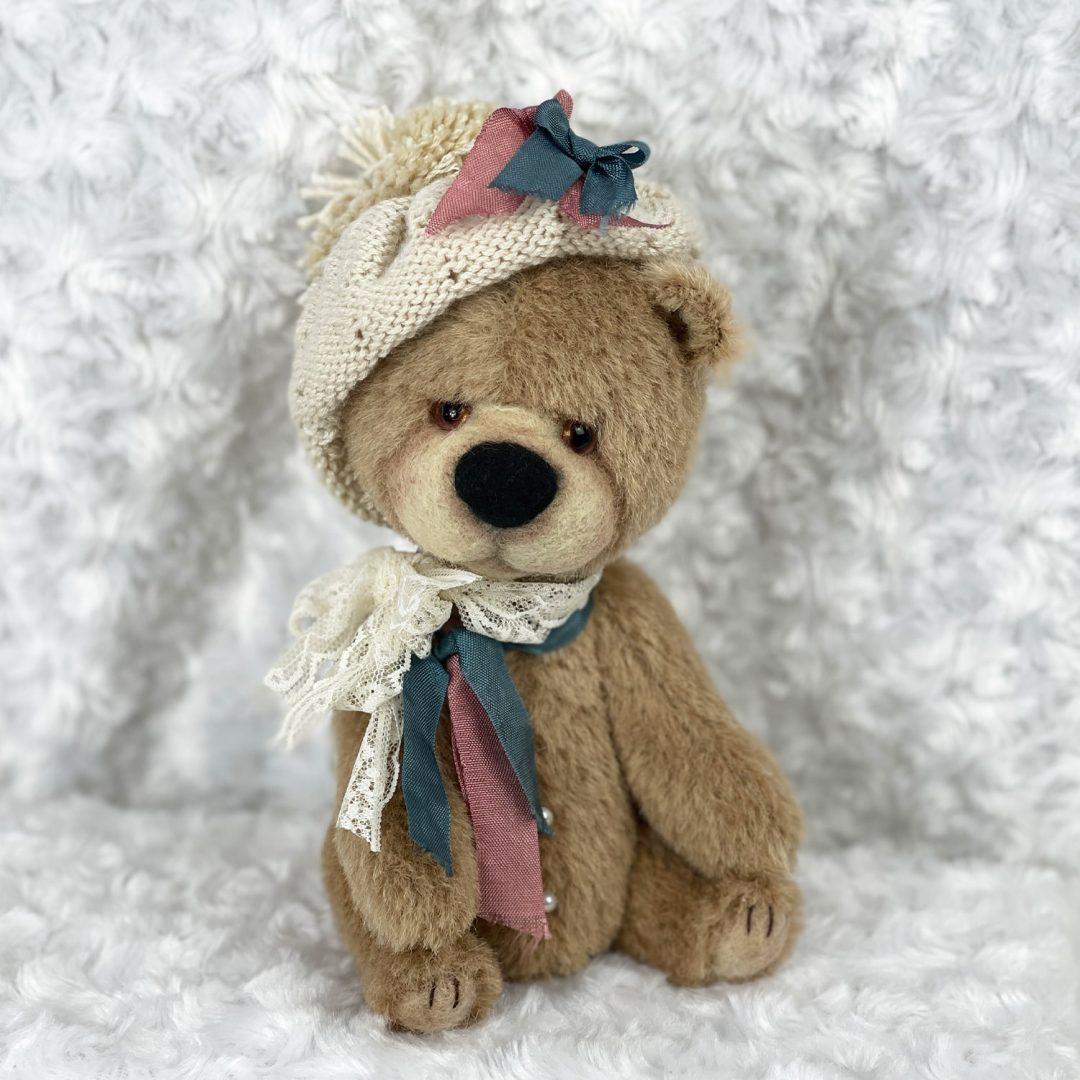 Amie Artist Bear -min