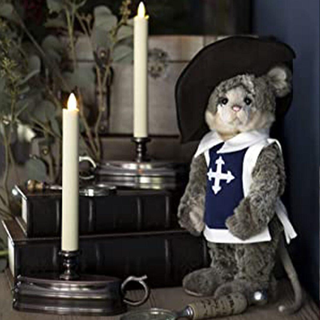 Valiant Mousekateer Charlie Bear-min