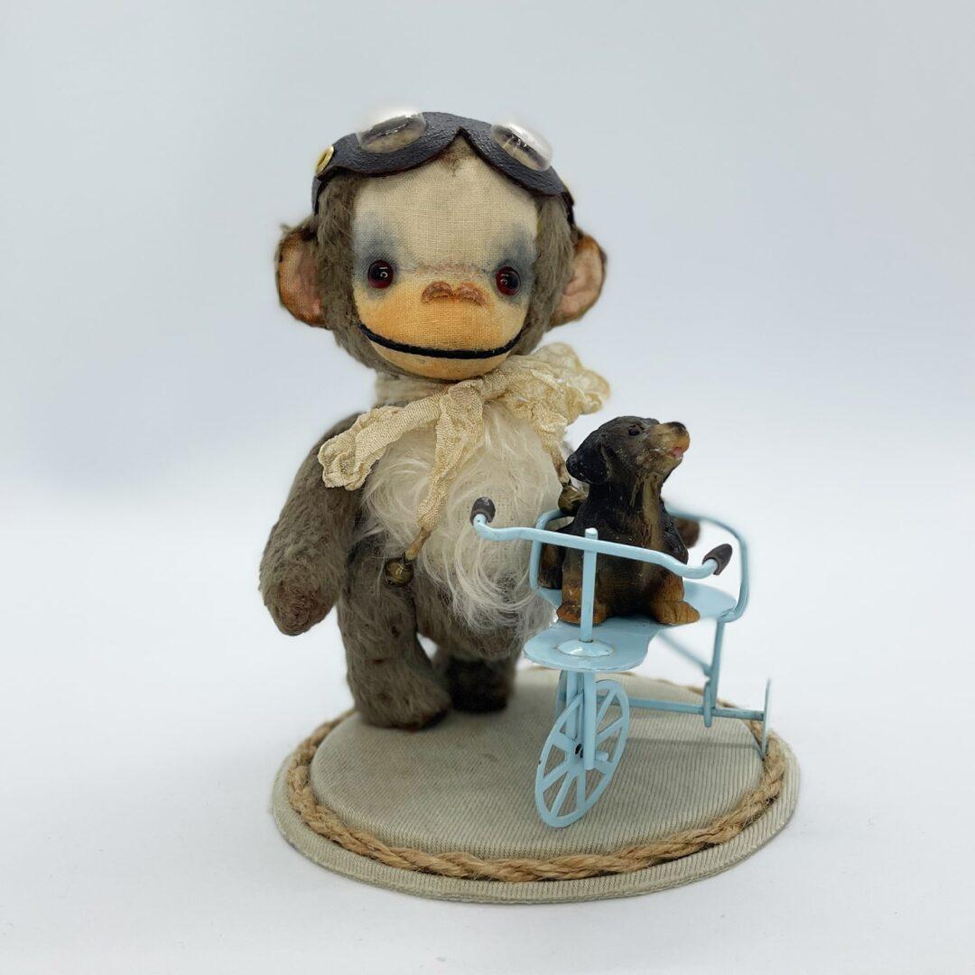 Bubbles Artist Monkey -min
