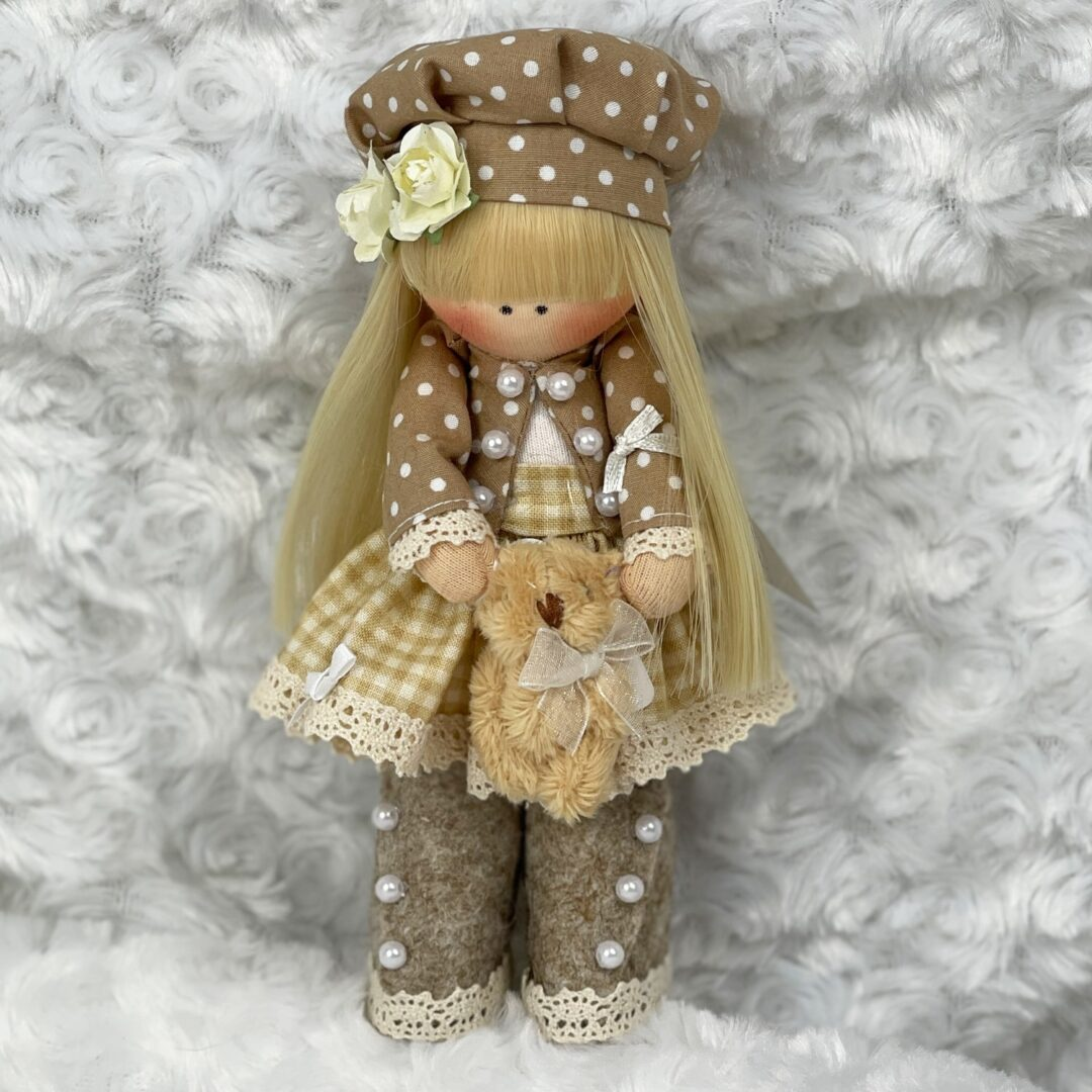 Pippa Cloth Artist Doll-min